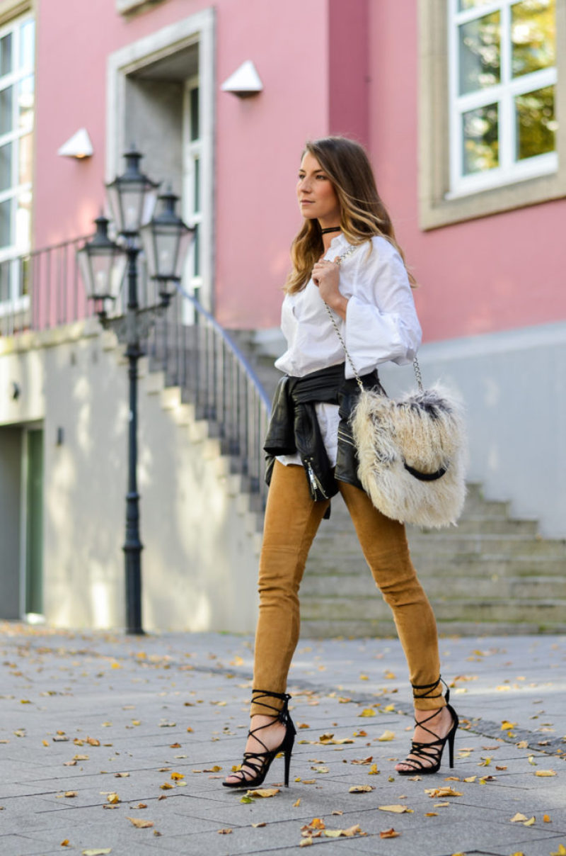 Cozy Love :: Flauschige Felltasche & Lace-Up Heels
