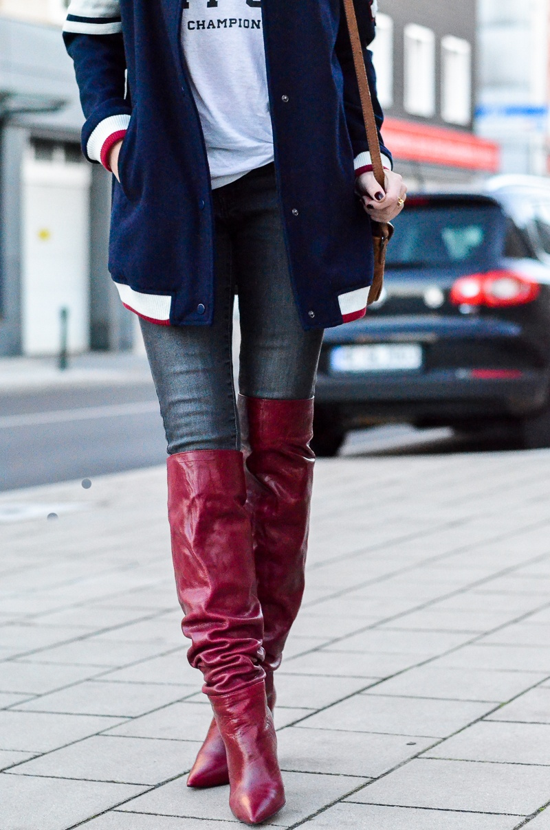 college jacket jeans red boots herbst outfit