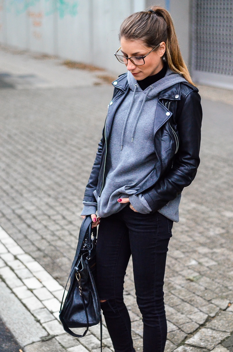 street style mit hoodie lederjacke v j du modeblog aus deutschland fashion blog from. Black Bedroom Furniture Sets. Home Design Ideas