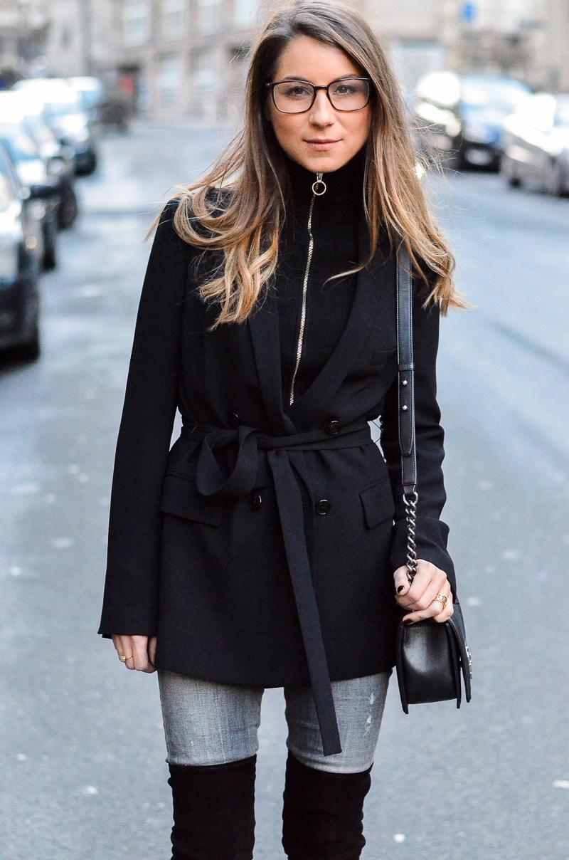 schwarze overknees jeans zipper pullover outfit
