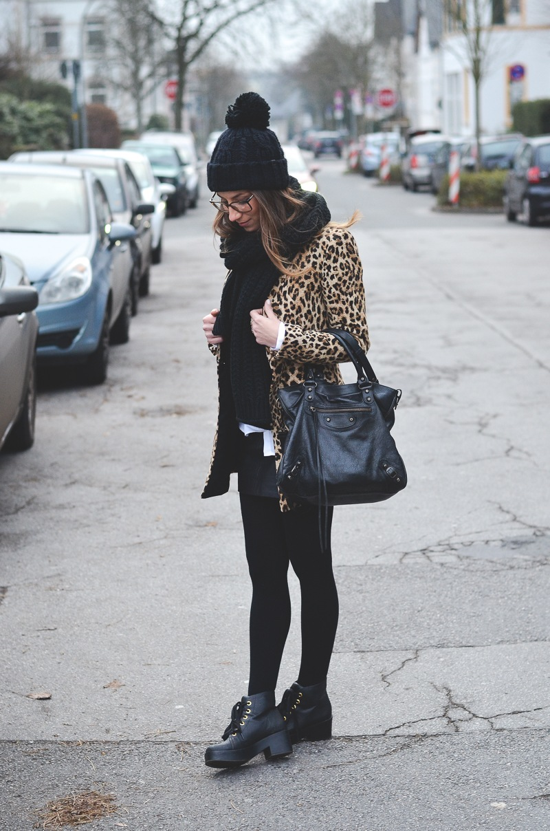 animal print leopard mantel pudelmütze look