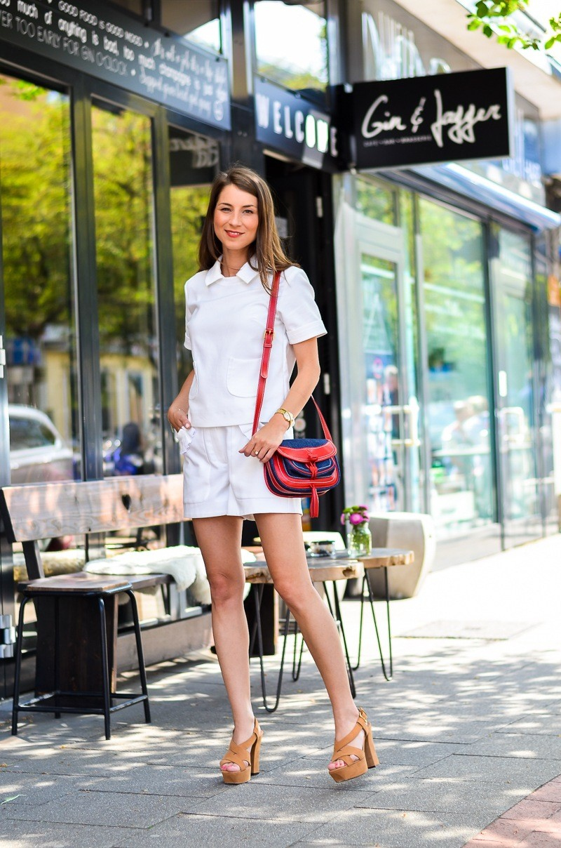 all white summer look shorts t-shirt platform sandals