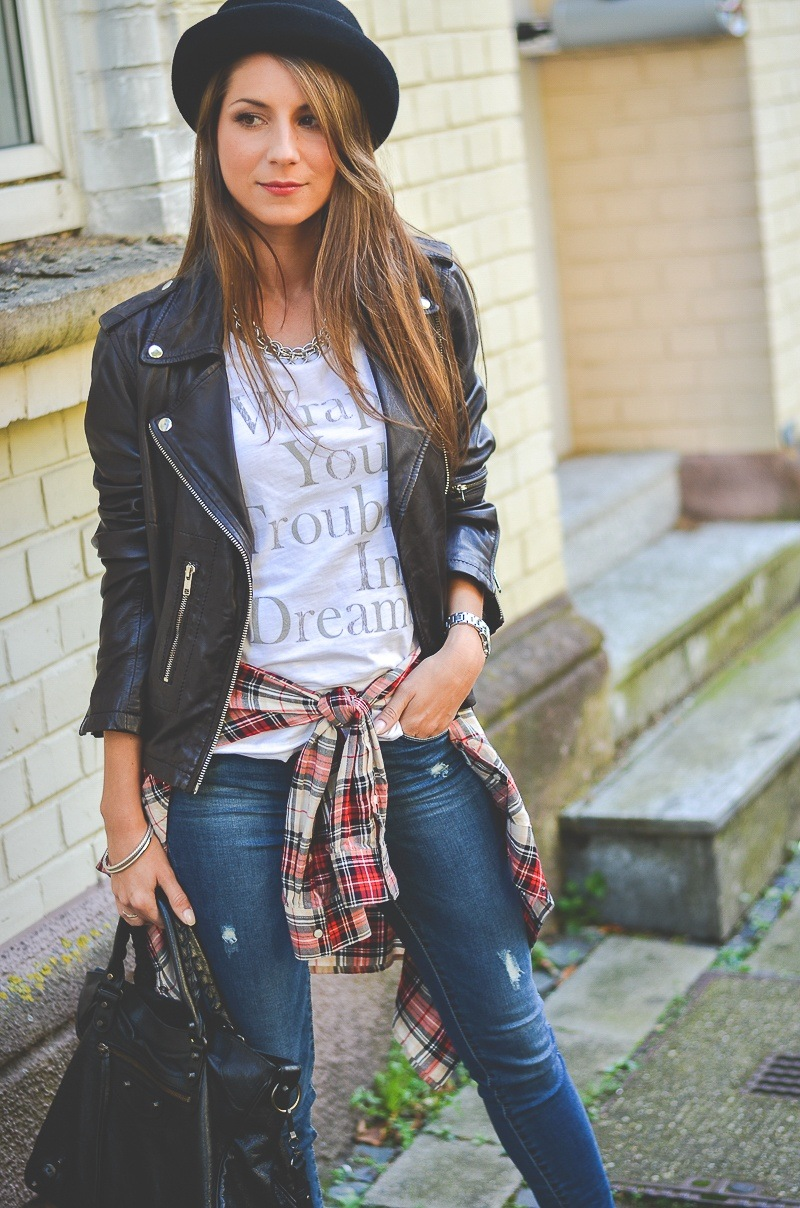 casual outfit leatherjacket checked shirt skinny jeans fashion blogger streetstyle
