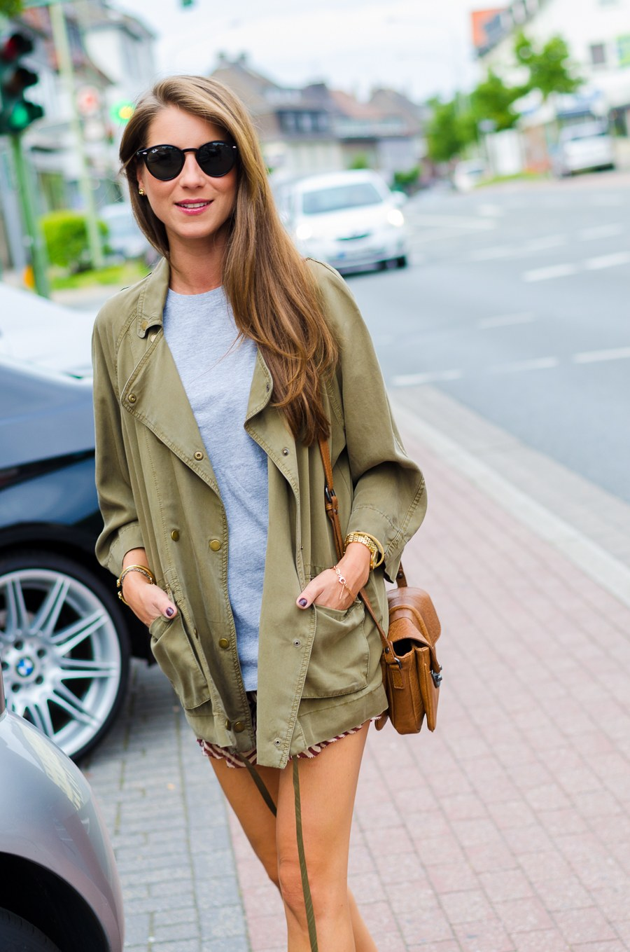 OUTFIT: LIGHT MILITARY JACKET, BOYFRIEND SHIRT & A RUFFLED SILK SKIRT