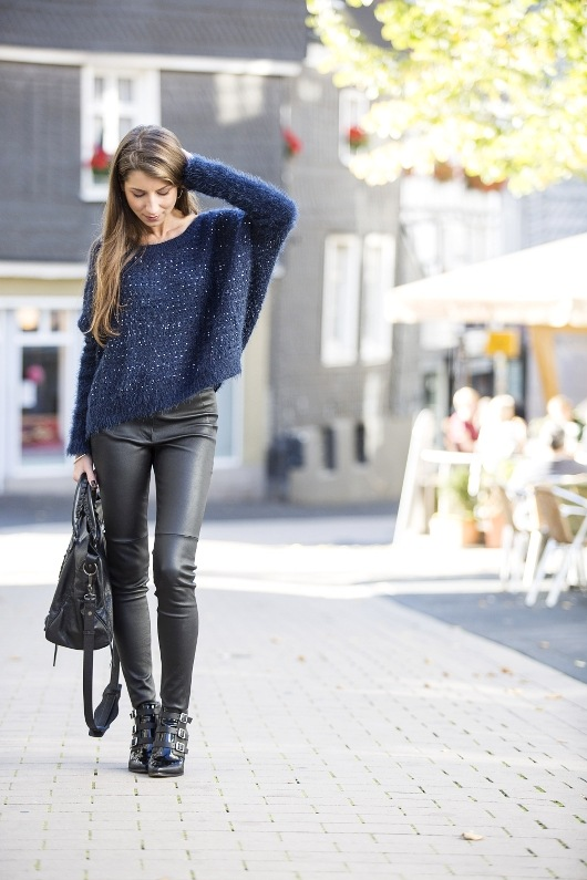 pullover sequins blue leatherpants ankle boots casual style