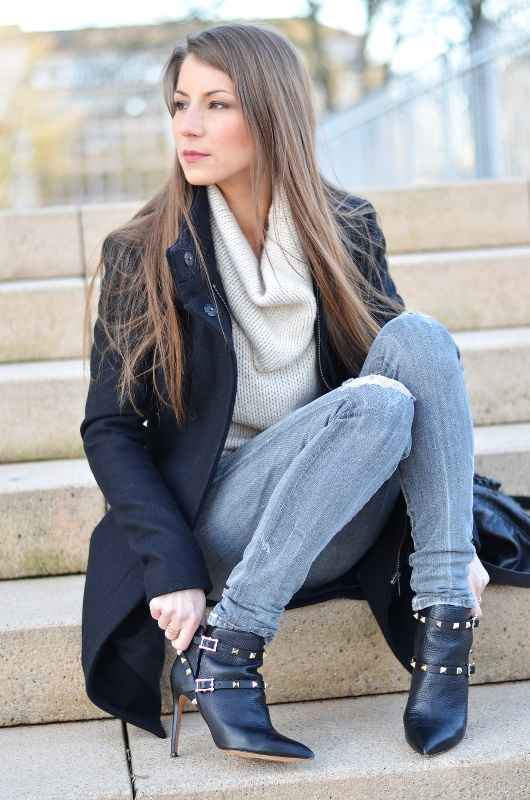 Outfit :: Black Zara Coat & Valentino Ankle Boots