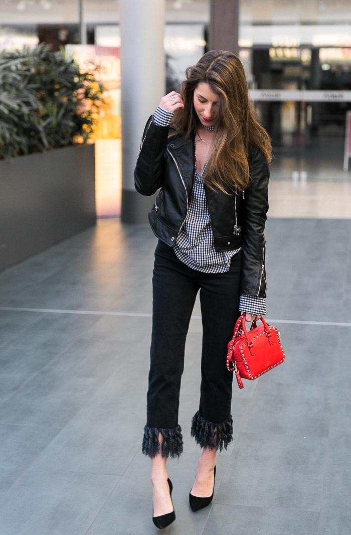 vichy-karos-bluse-fransen-jeans-lederjacke-outfit-pumps-rote-tasche-fashionblogger (5 von 15)