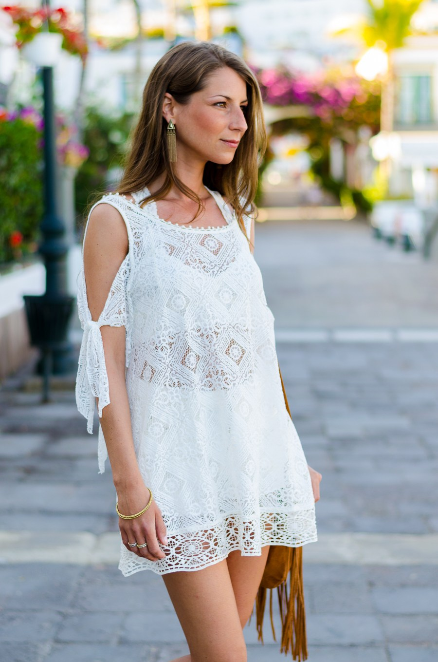 Outfit :: White lace dress & fringe bag