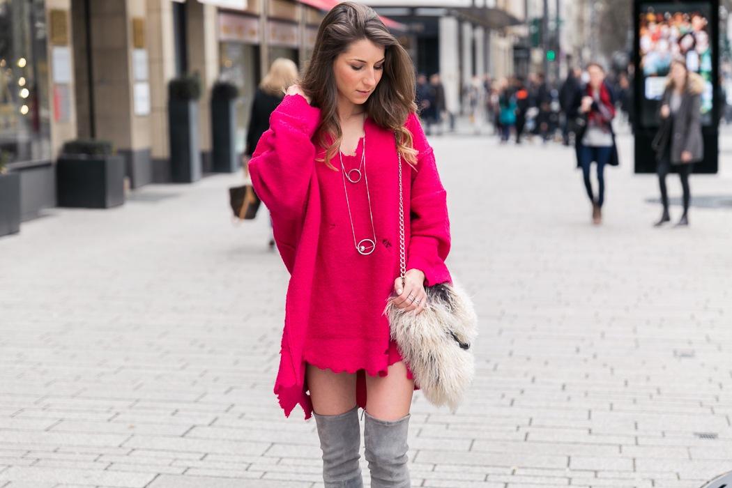 mode blog outfit street style pink oversize pullover overknees stuart weitzman felltasche fashion blogger