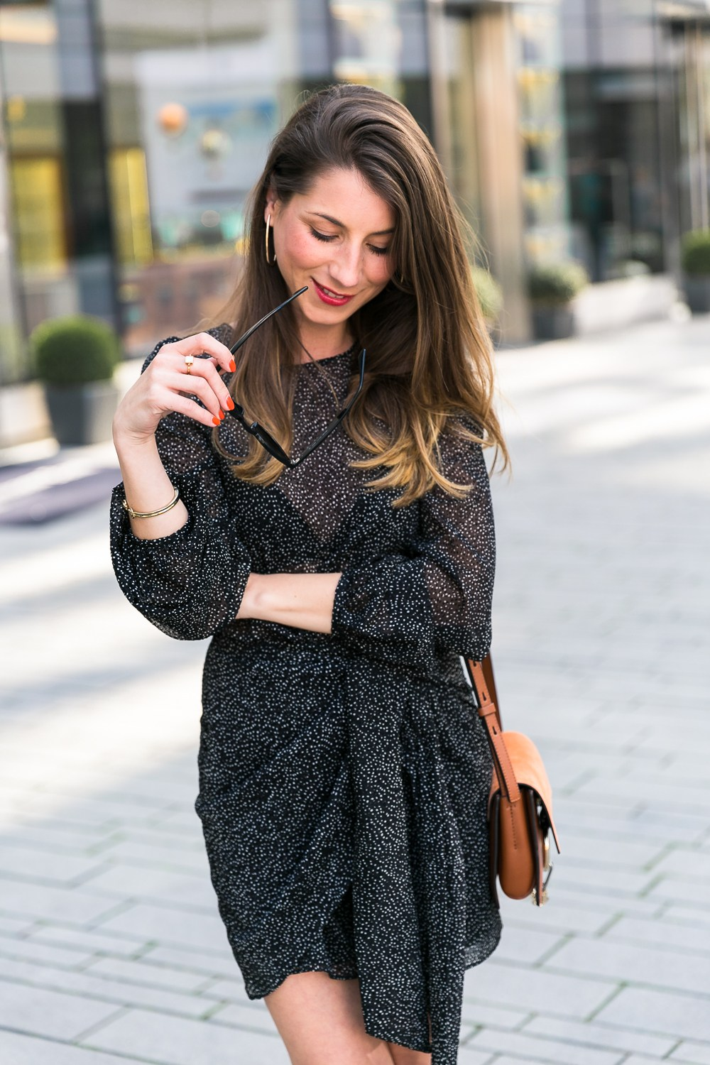 modeblog dress dots black chic outfit how to wear fashion blogger chloe bag heels