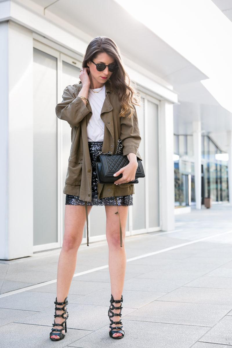 sequin skirt outfit pailletten rock casual chic parka heels chanel boy bag