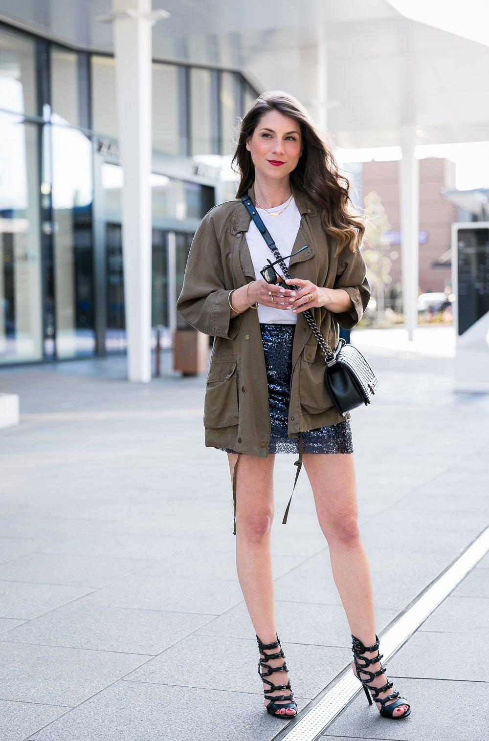 sequin skirt outfit pailletten rock casual chic parka heels chanel boy bag