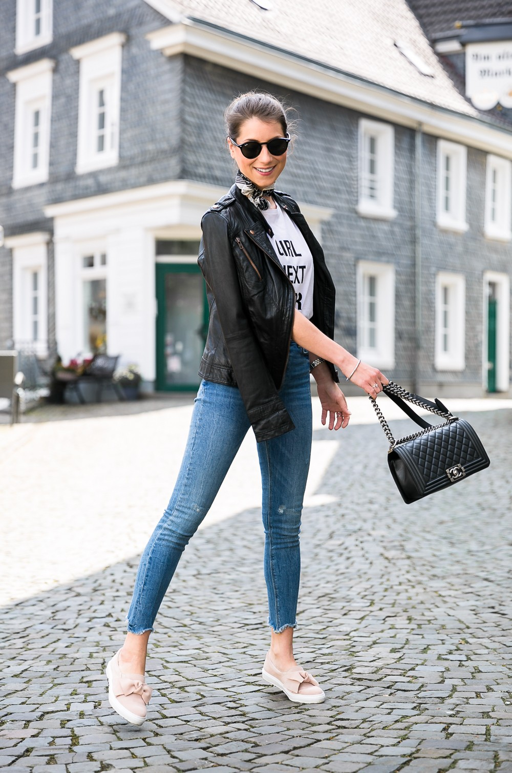 slip on bow outfit skinny jeans bandana leatherjacket t-shirt chanel boy bag
