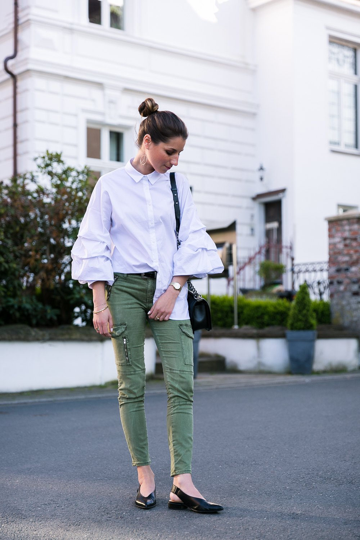 cargo pants statement sleeves outfit flats fashion blog veja du