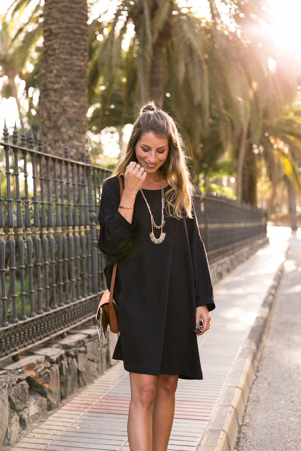 black dress summer outfit fashion blog platform sandals long necklace brown bag chloe chic style