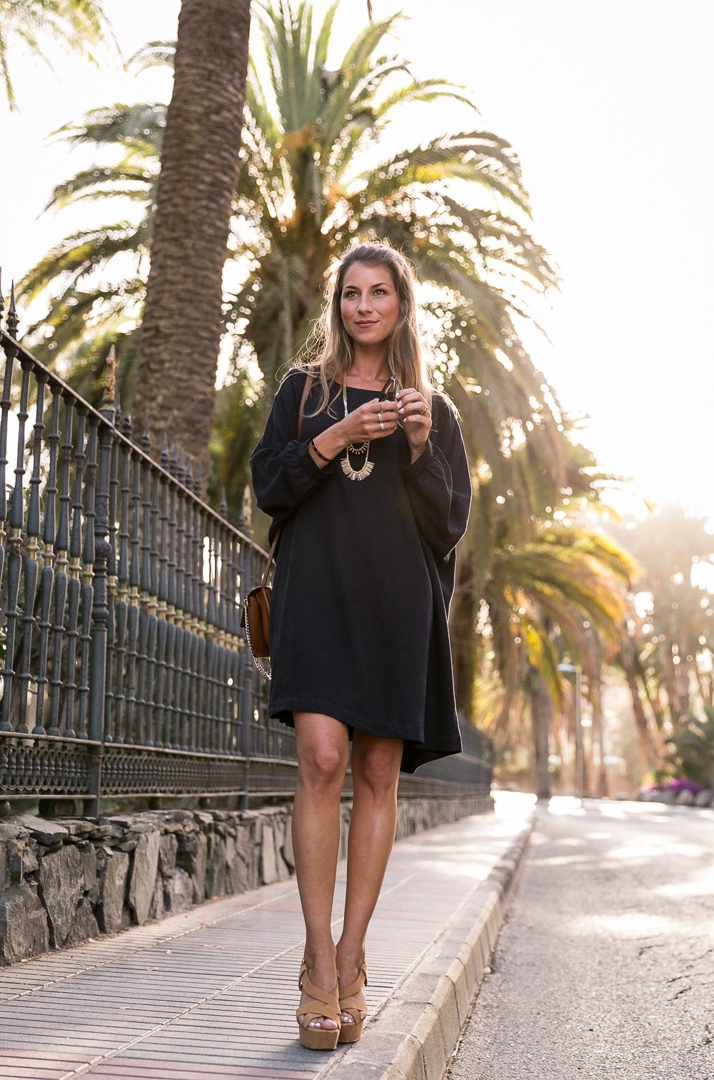 black dress summer outfit fashion blog platform sandals long necklace brown bag chloe chic style