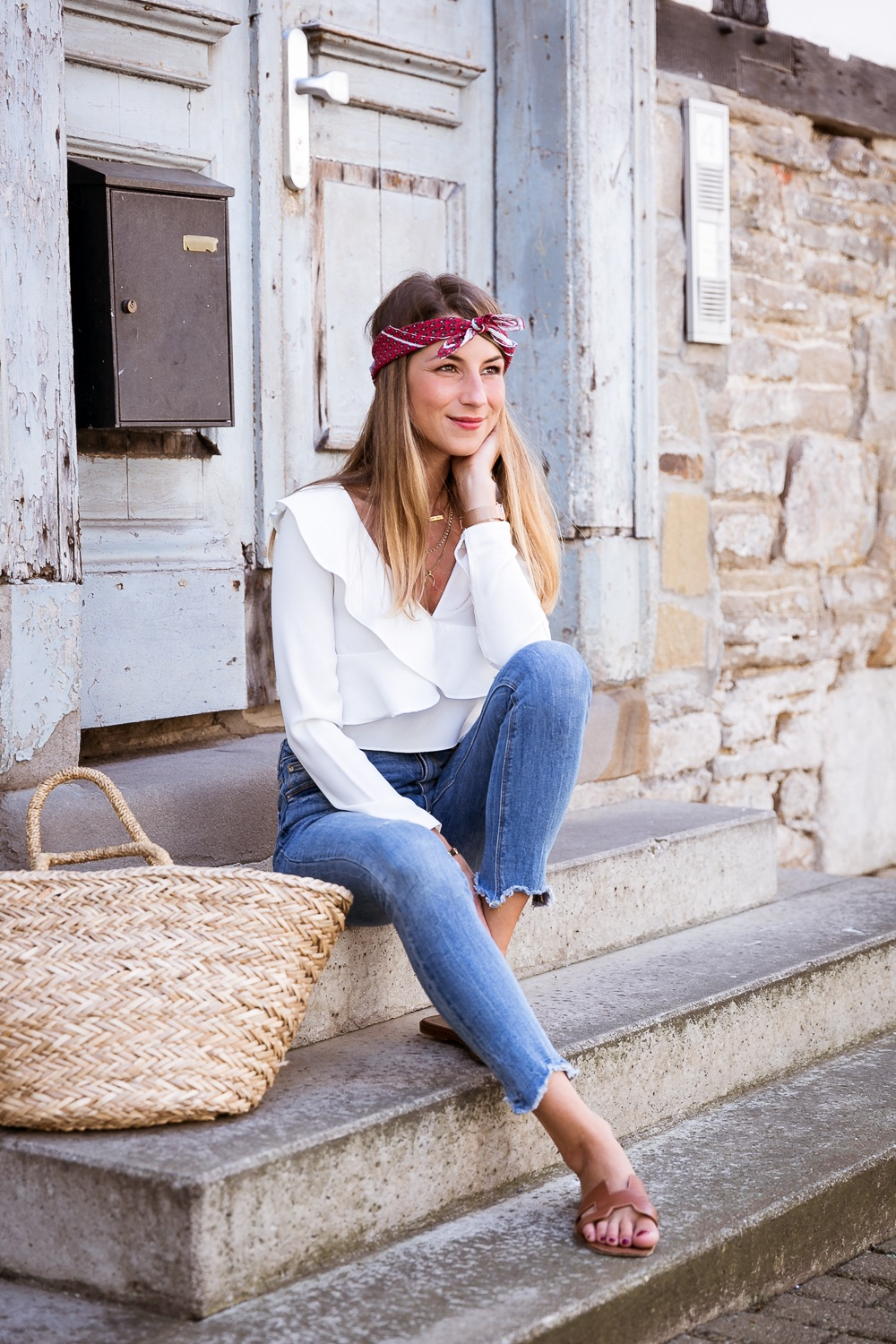 Summer is back :: Cropped Ruffle Top, Skinny Jeans & Straw Bag