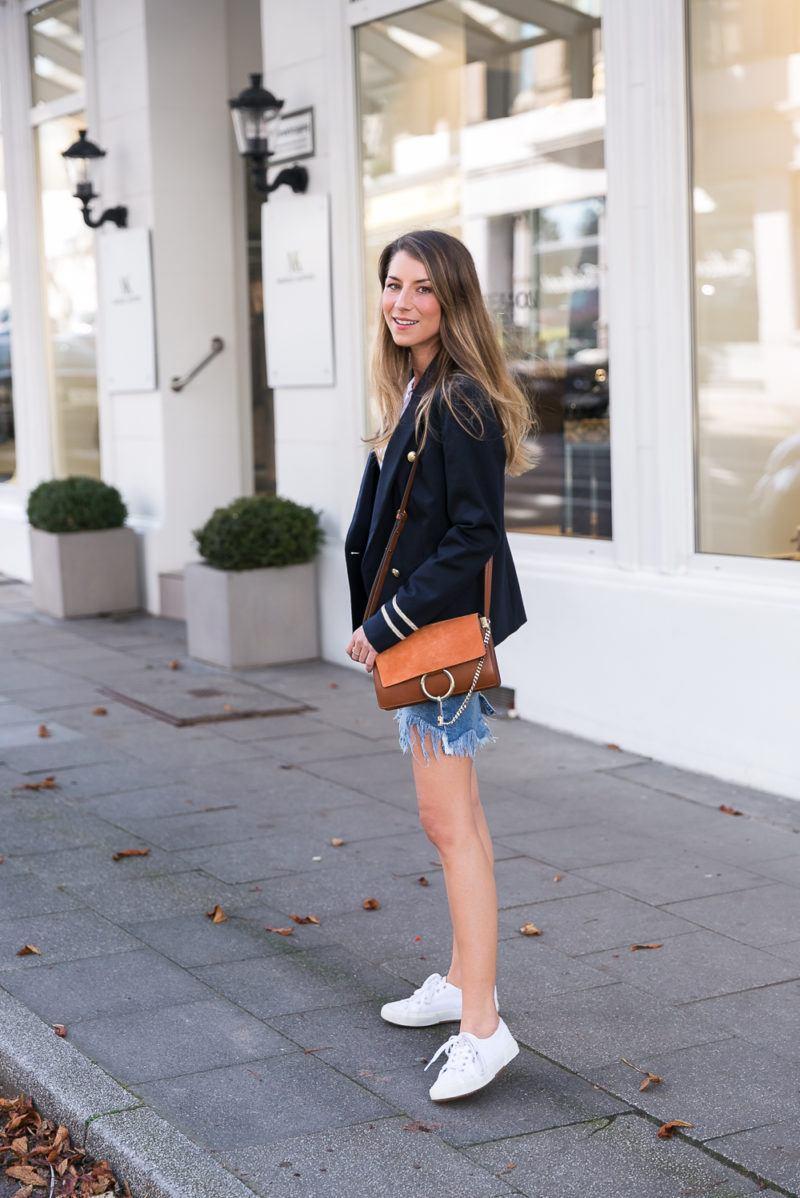 komplette outfits damen herbst 2017 büro street style blazer jeansrock sneakers fashion blog inspiration