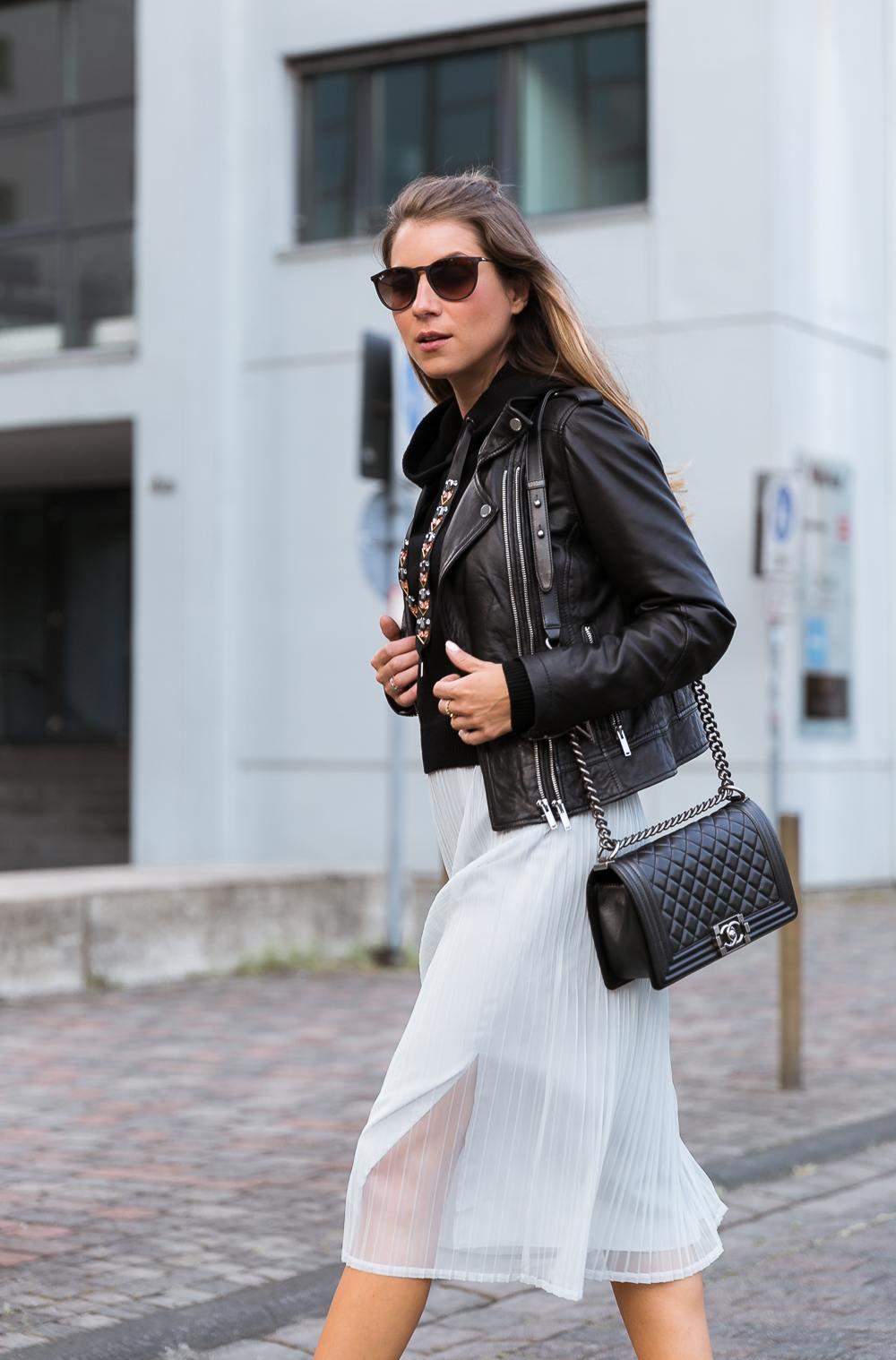 Street Style :: Plissee Midi Skirt, Hoodie & Leatherjacket