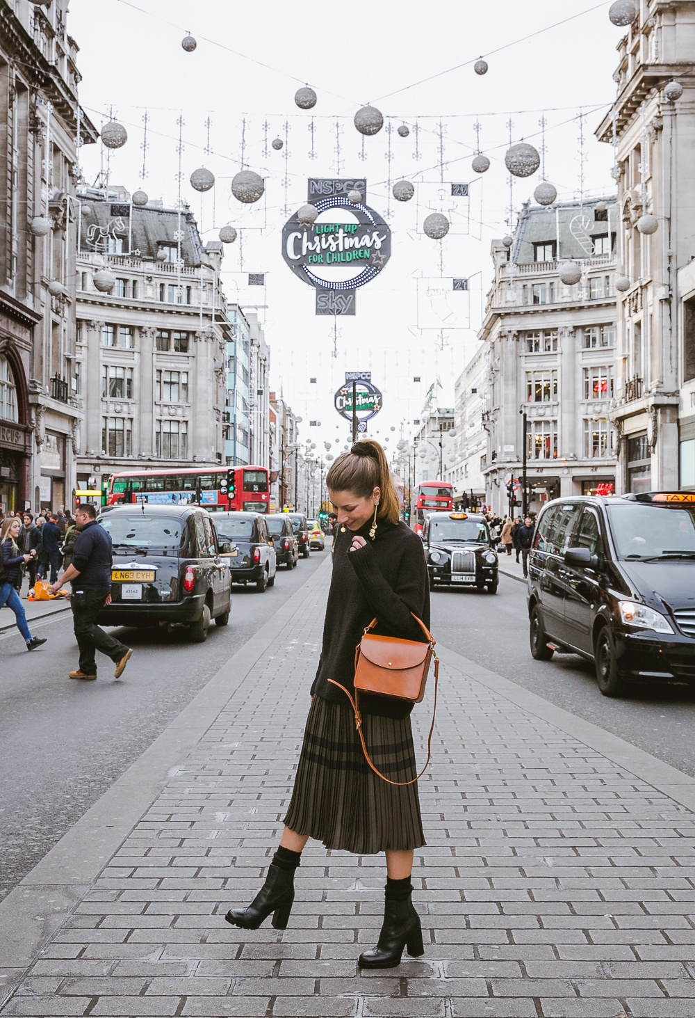 outfit midi skirt plissee turtleneck ankle boots autumn winter london christmas fashion blog oxford street travel