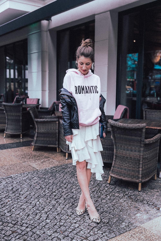 fashion week berlin 2018 street style hoodie volant skirt heels leatherjacket stephanie van klev