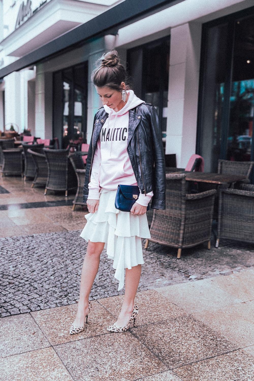 fashion week berlin 2018 street style hoodie volant skirt heels leatherjacket stephanie van klev 8
