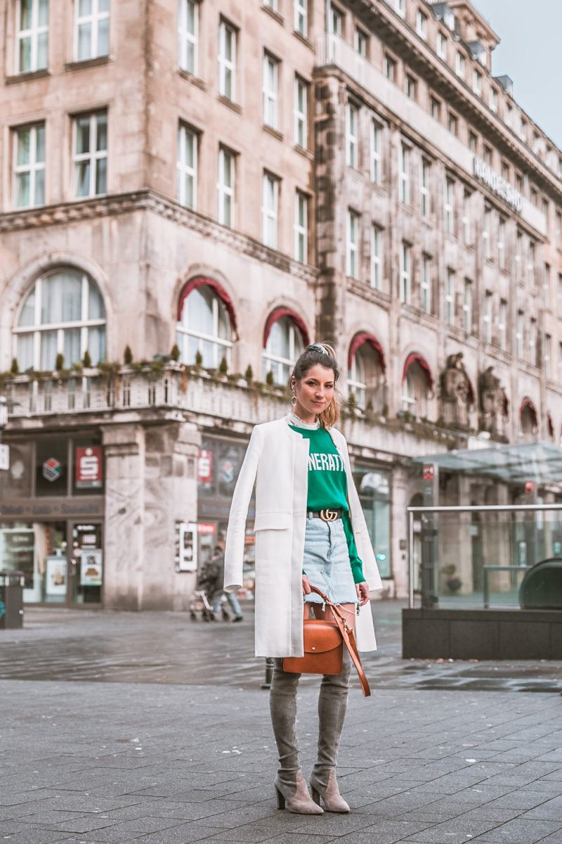 gucci guertel outfit overknee stiefel jeansrock sandro pullover grün essen stadt handelshof fashion blog