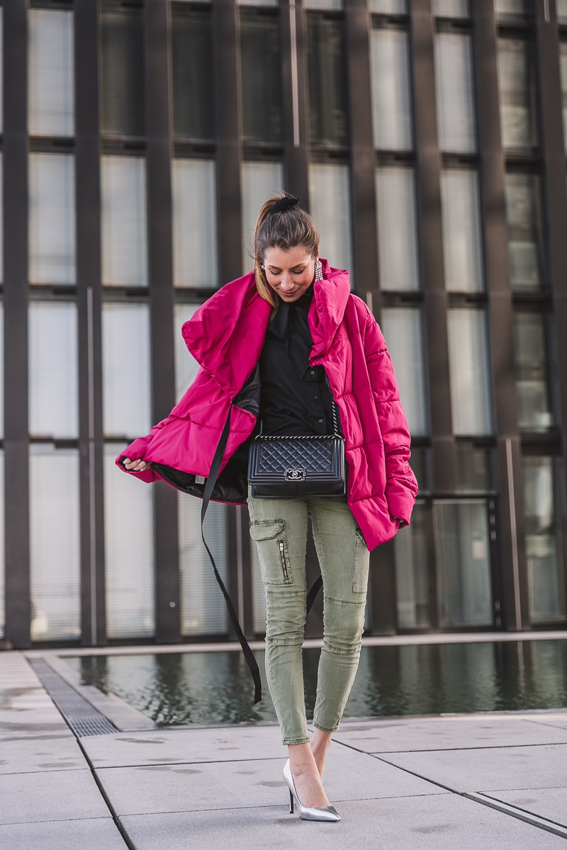 winterjacke pink cargo pants pumps outfit inspiration 7