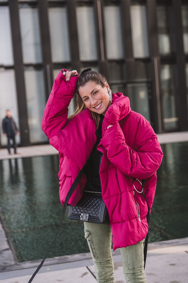 winterjacke pink cargo pants pumps outfit inspiration 8