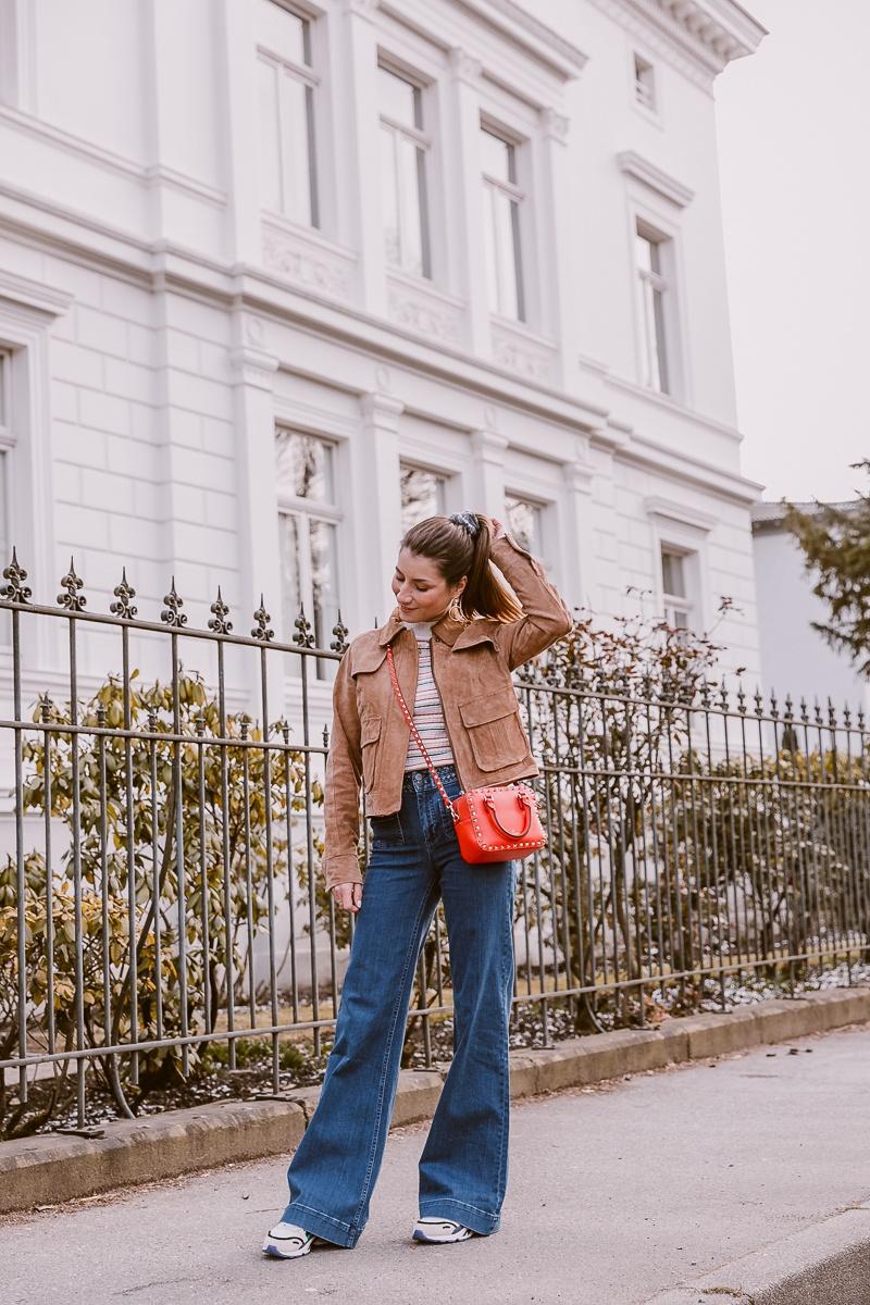 nuemph braune wildlederjacke wide leg jeans casual outfit fruehling 16
