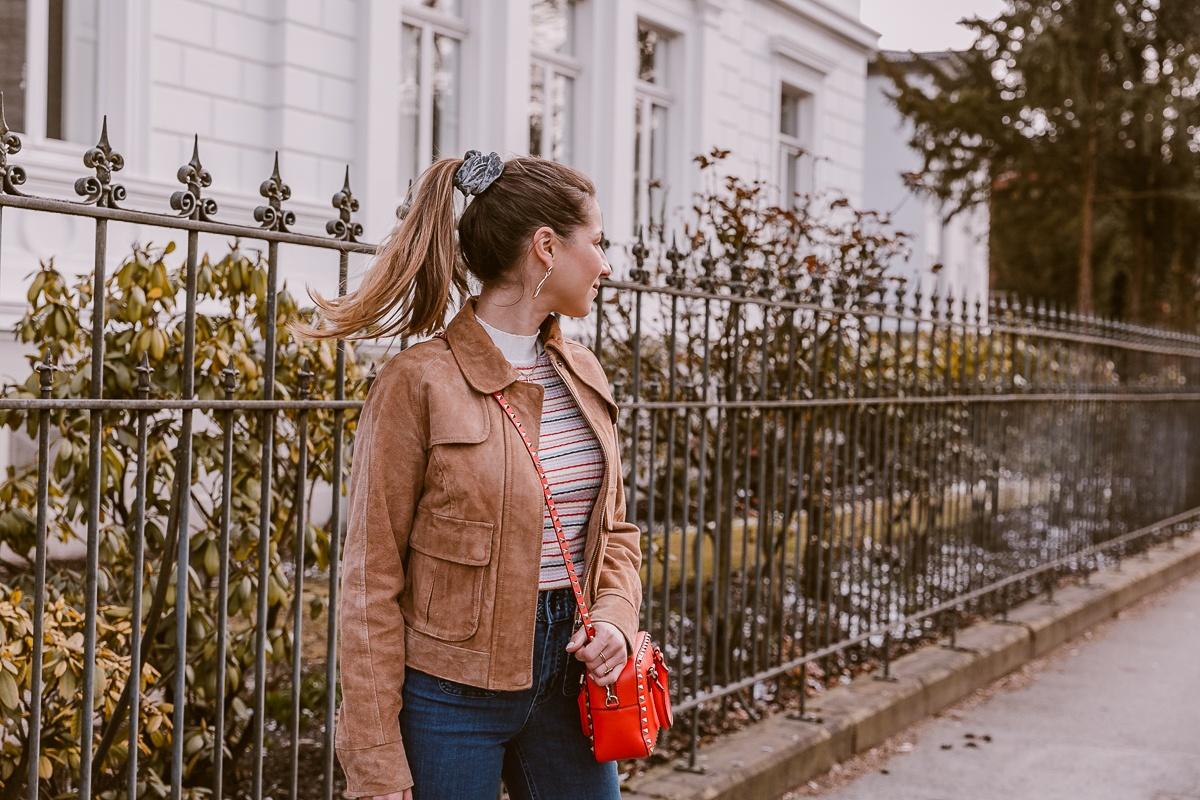 nuemph braune wildlederjacke wide leg jeans casual outfit fruehling 23