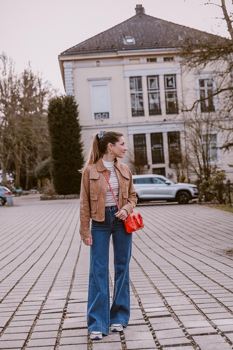 nuemph braune wildlederjacke wide leg jeans casual outfit fruehling