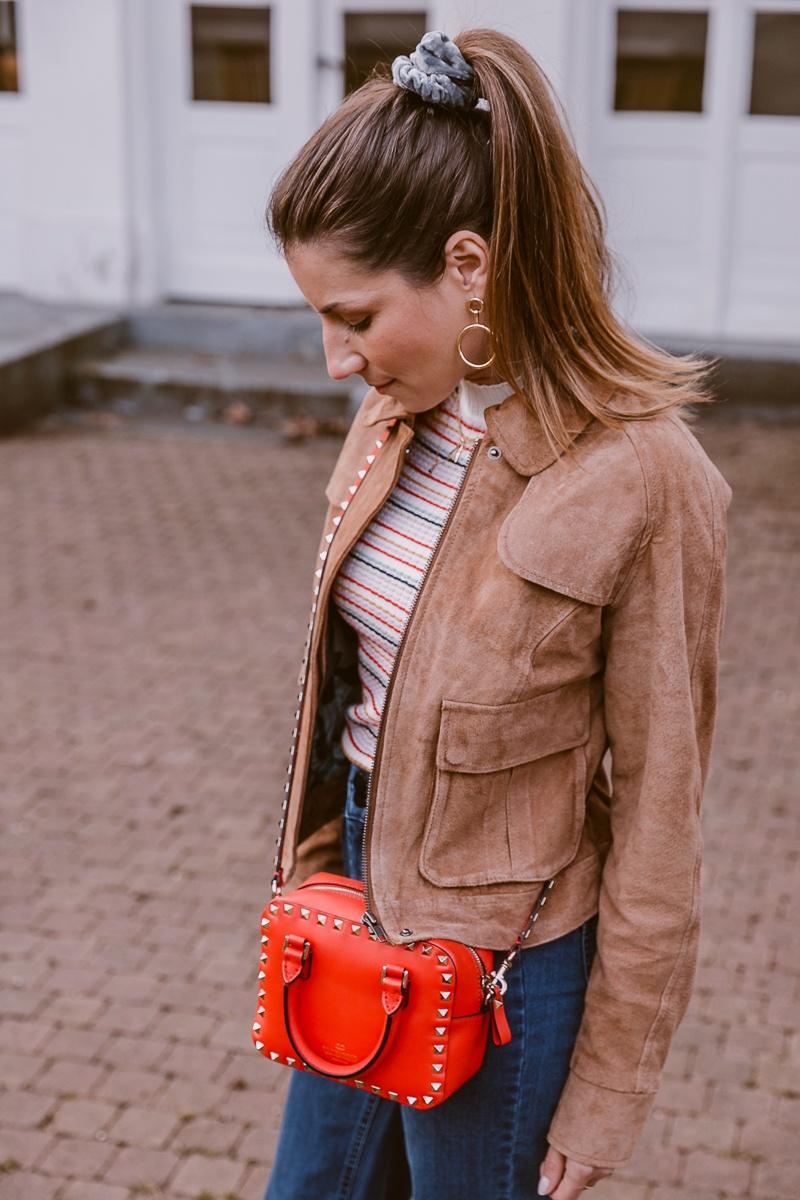 nuemph braune wildlederjacke wide leg jeans casual outfit fruehling 4