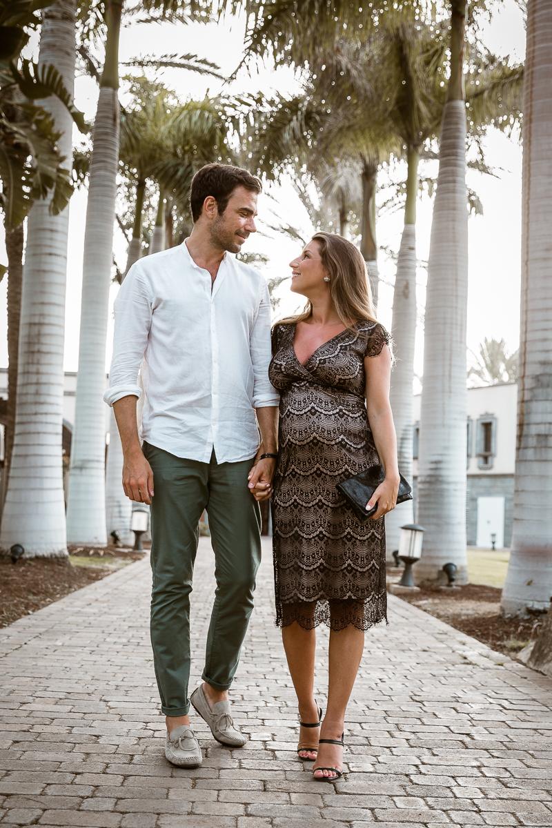 babymoon date night schwangerschaft sommer urlaub cocktail kleid spitze schwarz nursing dress maternity gran canaria paar
