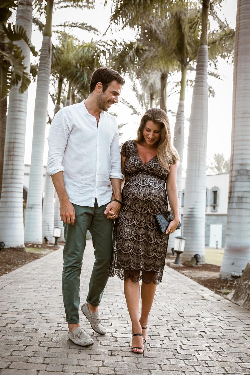 babymoon date night schwangerschaft sommer urlaub cocktail kleid spitze schwarz nursing dress maternity couple