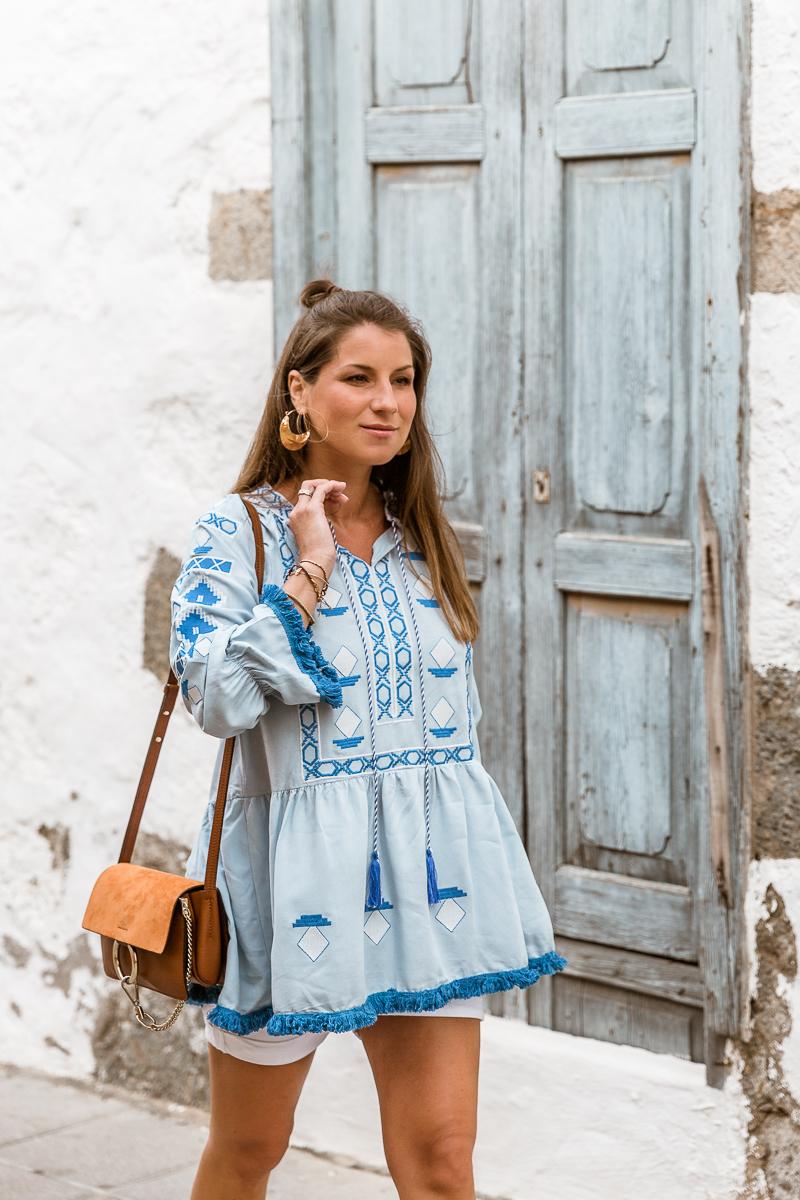 tunika blau shorts sommer outfit inspiration schwanger blogger veja du chloe faye
